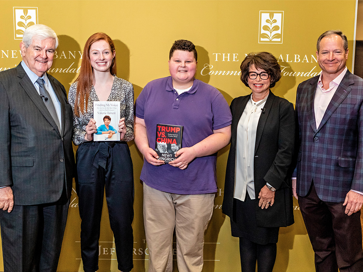 Newt Gingrich, two students, Valerie Jarrett and moderator pose for a picture together.